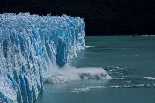Perito Moreno Glacier calving into Lago Argentino, Parque Nacional Los Glaciares, Los Glaciares National Park, Patagonia, Argentina, South America : Stock Photo