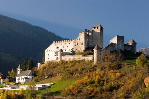 Stock Photo: 1848R-526929 Heinfels castle in Pustertal valley Tyrol Austria