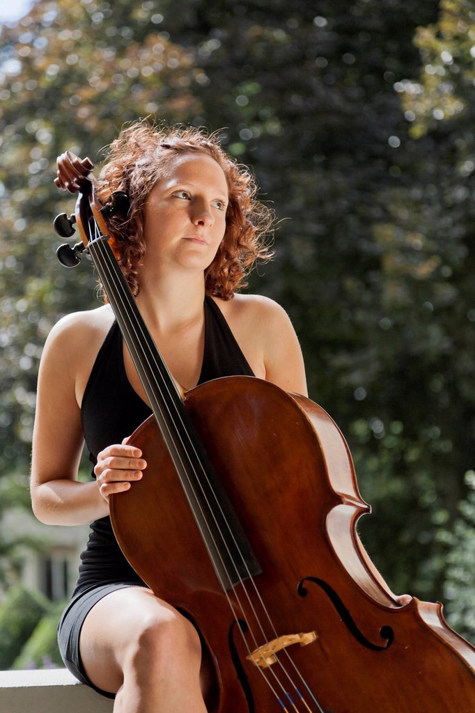Stock Photo: 1848R-623832 Young woman with cello