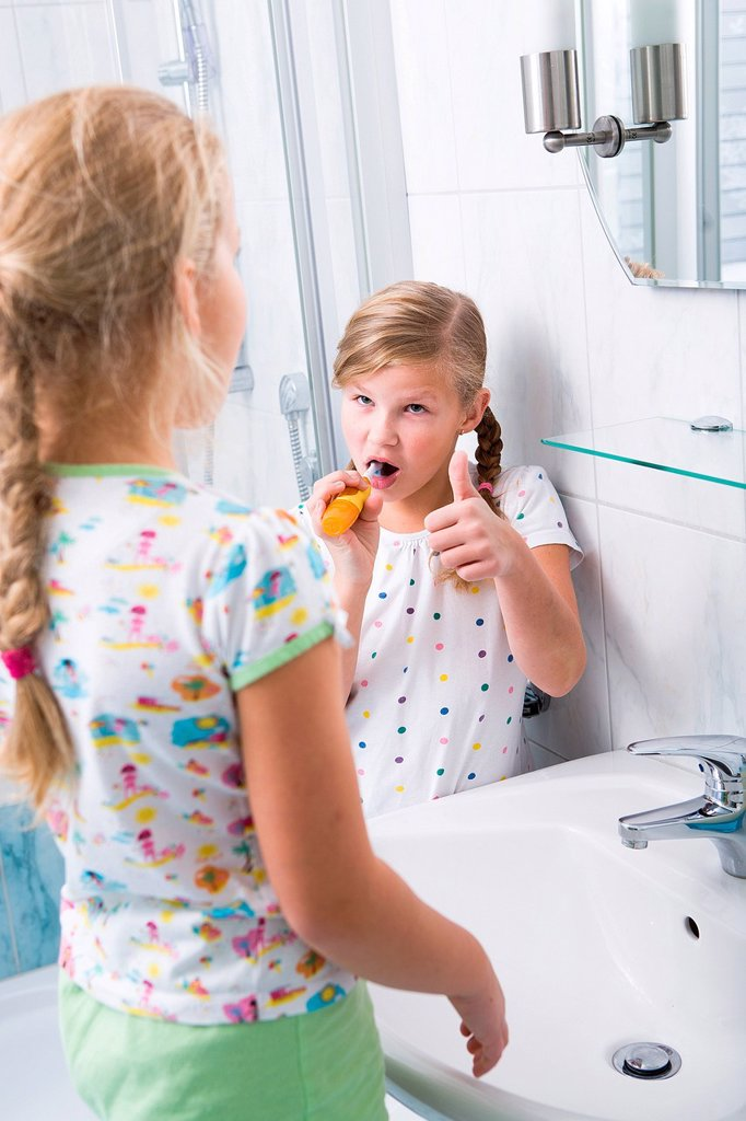 Stock Photo: 1848R-632233 Sisters brushing teeth in the bathroom