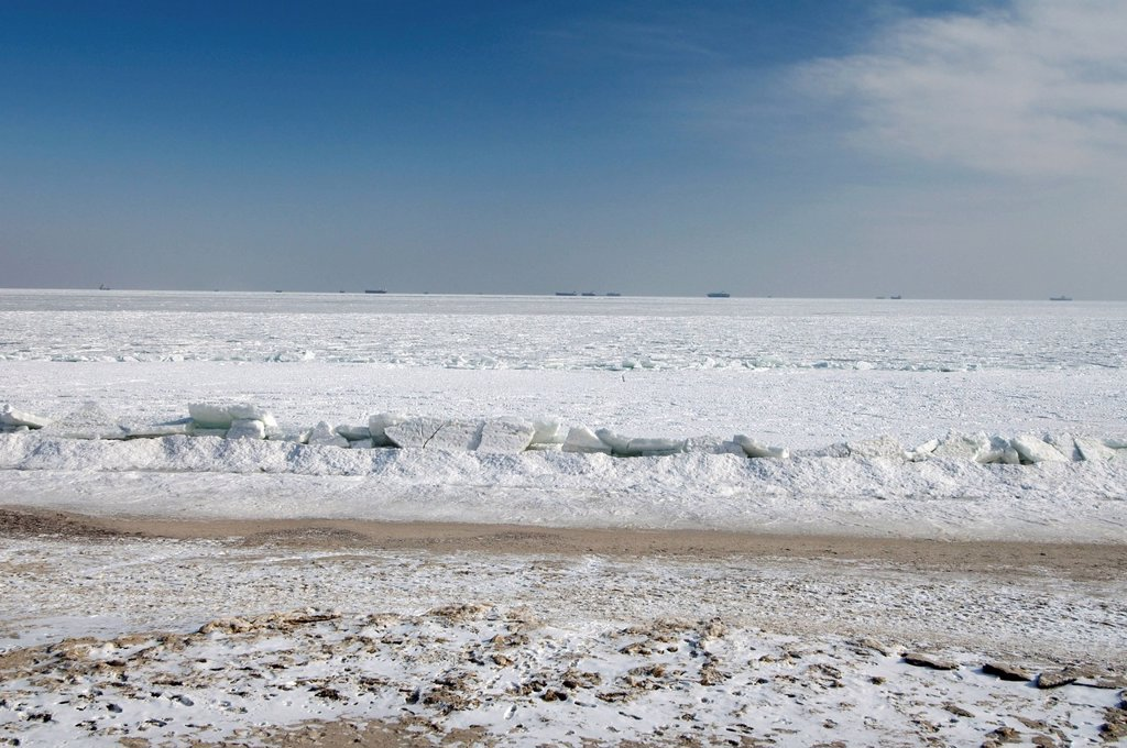Frozen Black Sea, a rare phenomenon, occured in 1977 for the last time, Odessa, Ukraine, Eastern Europe : Stock Photo