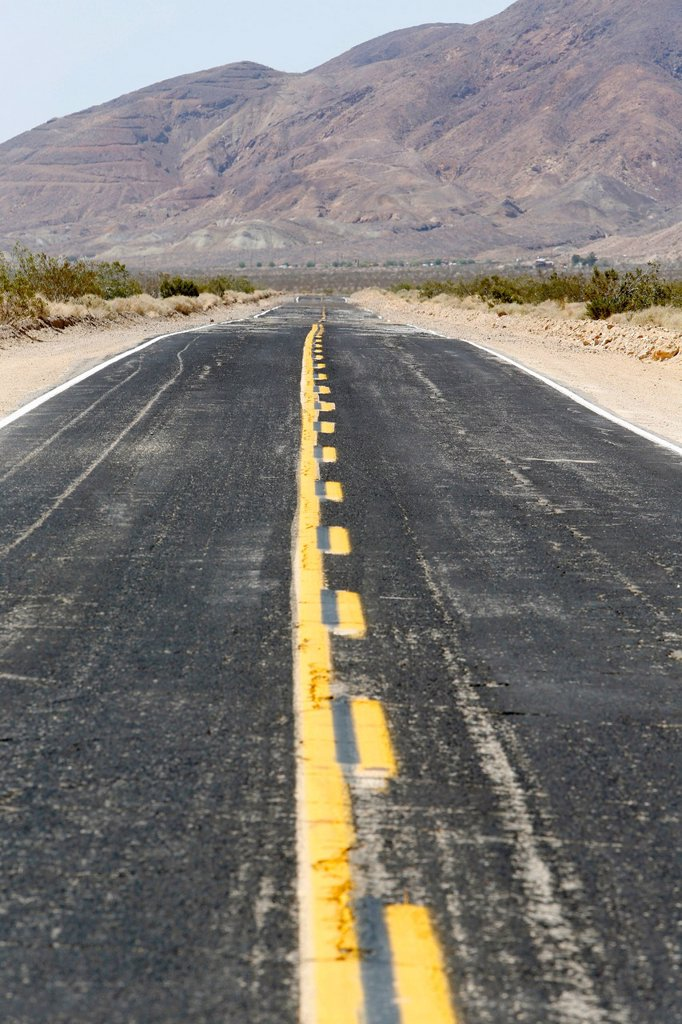 Heat haze on the Calico Road in the Californian desert, Barstow, California, USA : Stock Photo