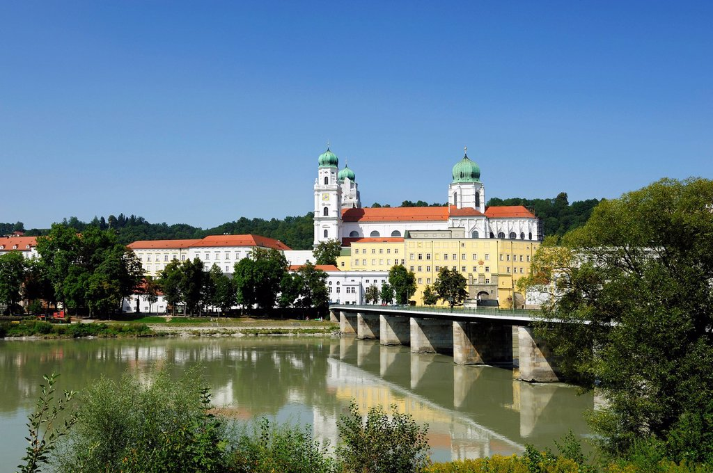 Passau, St. Stephan´s Cathedral, Marienbruecke or Mary´s Bridge crossing the Inn River, Lower Bavaria, Bavaria, Germany, Europe, PublicGround : Stock Photo