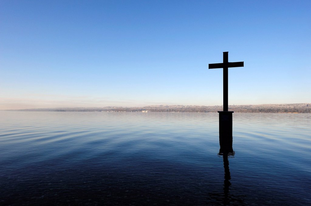 Stock Photo: 1848R-635058 Memorial cross for King Ludwig II, marking the place of death of the Bavarian king on 06/13/1886, Lake Starnberg near Berg, Five Lakes Area, Upper Bavaria, Bavaria, Germany, Europe, PublicGround