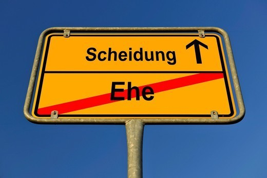 City limit sign, symbolic image for the way from Ehe to Scheidung, German for going from being married to having a divorce : Stock Photo
