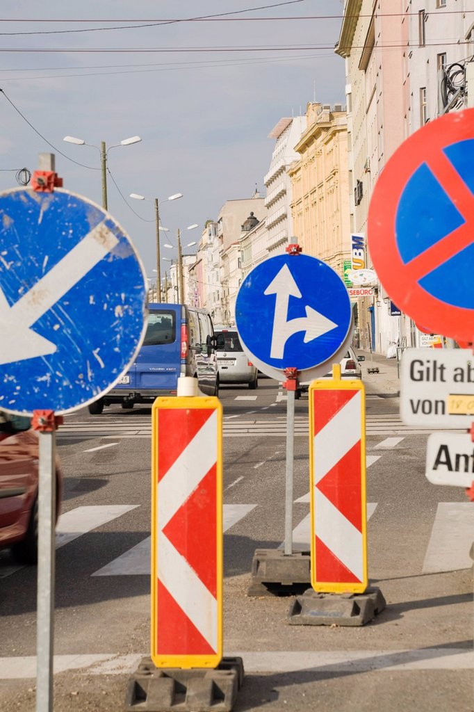 Stock Photo: 1848R-640052 Traffic signs in a construction zone, Vienna, Austria, Europe