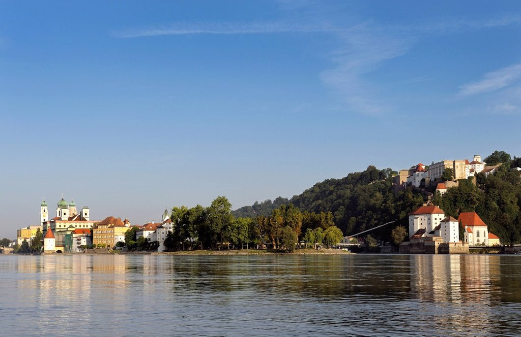 Stock Photo: 1848R-641881 Dreifluesseeck, Three_River_Corner, the confluence of the Danube, Inn and Ilz rivers, St. Stephen´s Cathedral, Veste Oberhaus fortress and Veste Niederhaus fortress, Passau, Lower Bavaria, Bavaria, Germany, Europe, PublicGround
