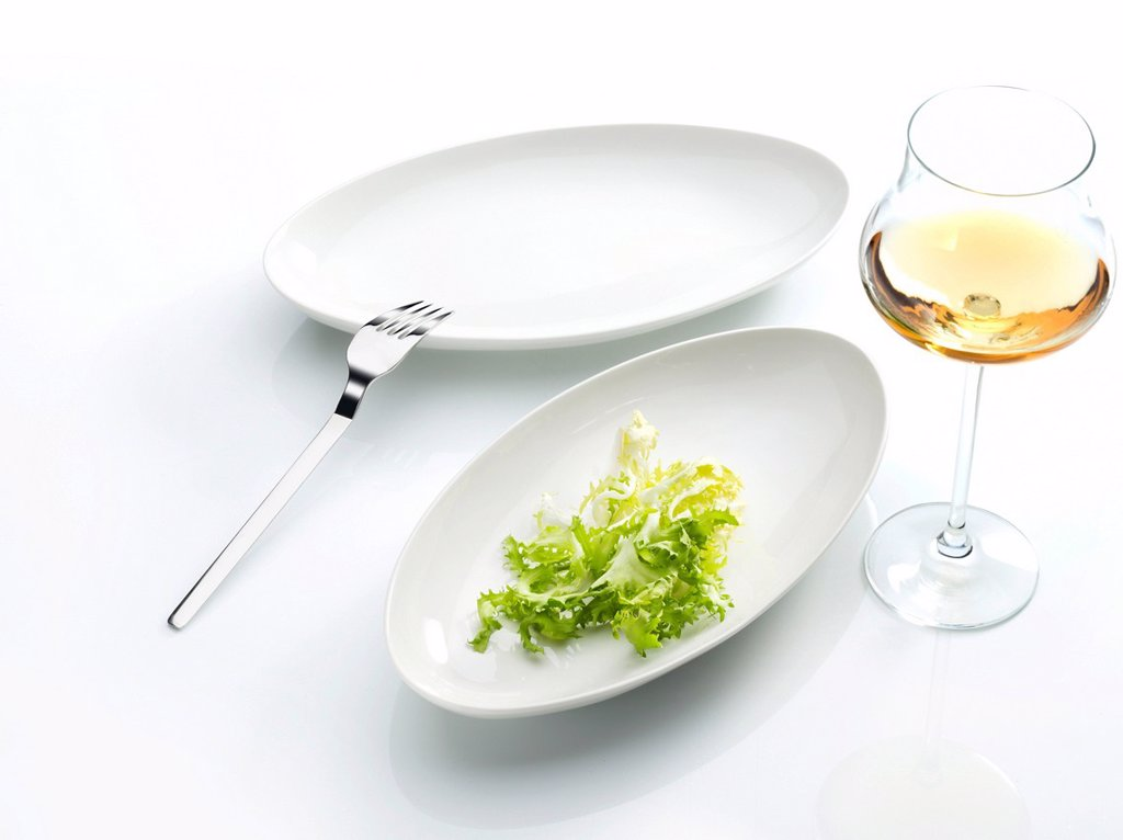 Stock Photo: 1848R-641898 Lettuce leaf on a plate, fork, wine glass