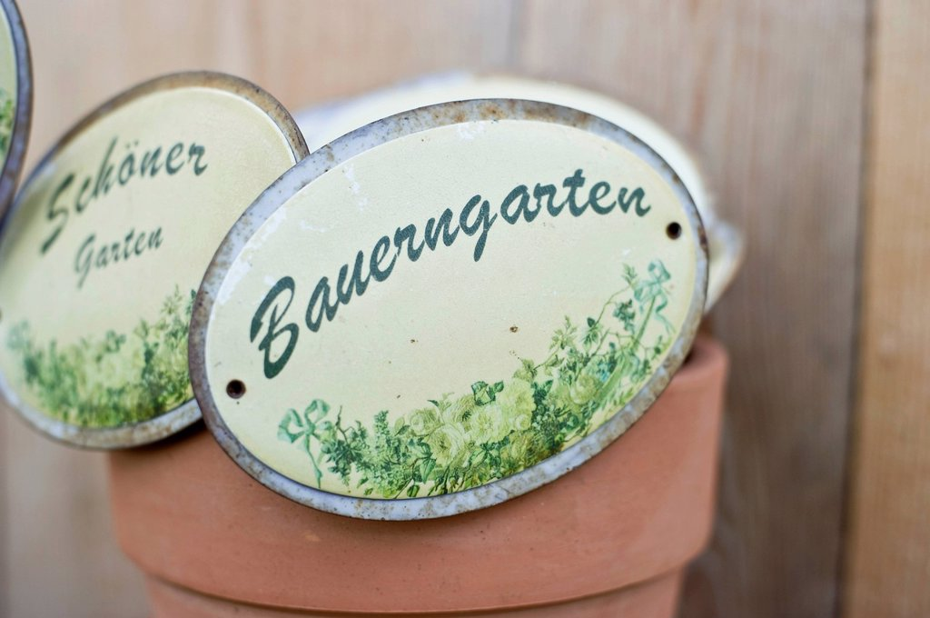 Stock Photo: 1848R-643548 Old enamel signs for the garden