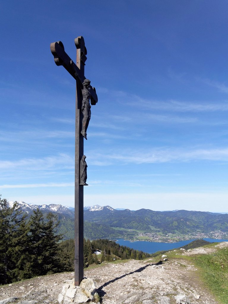 Stock Photo: 1848R-644550 Cross on the summit of Baumgartenschneid mountain, lake Tegernsee and Bad Wiessee, Tegernsee valley, Mangfall Mountains, Upper Bavaria, Bavaria, Germany, Europe