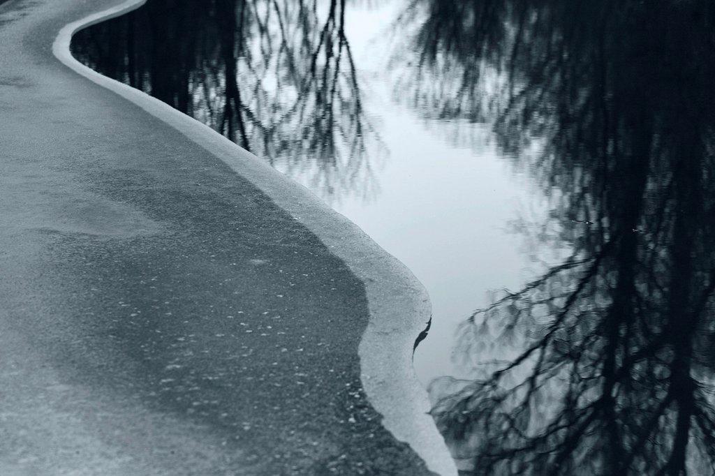 Stock Photo: 1848R-645502 Semi_frozen body of water