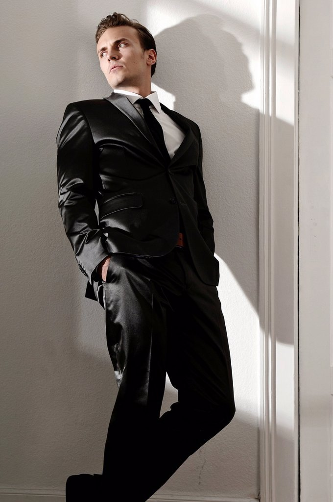 Stock Photo: 1848R-645800 Fashion image, young man wearing a suit