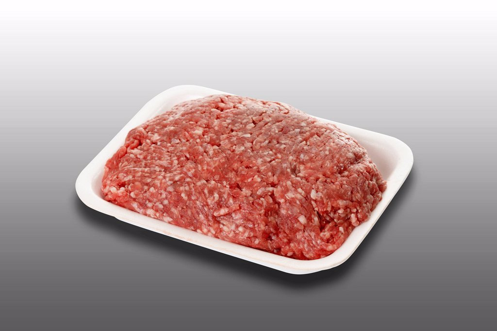 Minced meat, half ground beef, half ground pork, in plastic tray : Stock Photo