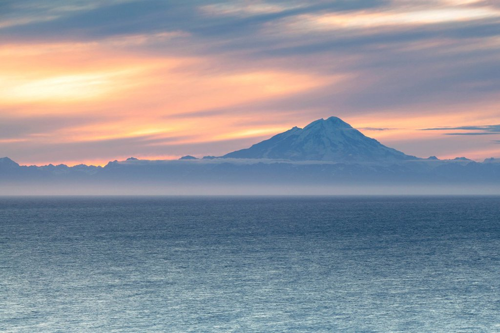 Stock Photo: 1848R-736031 Mount Redoubt stratovolcano, Aleutian Range, Cook Inlet, Alaska, USA