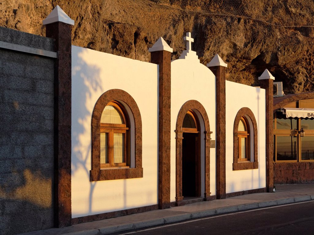 Stock Photo: 1848R-739820 Cave chapel, Sta Carmen chapel, Playa de Santiago, La Gomera, Canary Islands, Spain, Europe, PublicGround