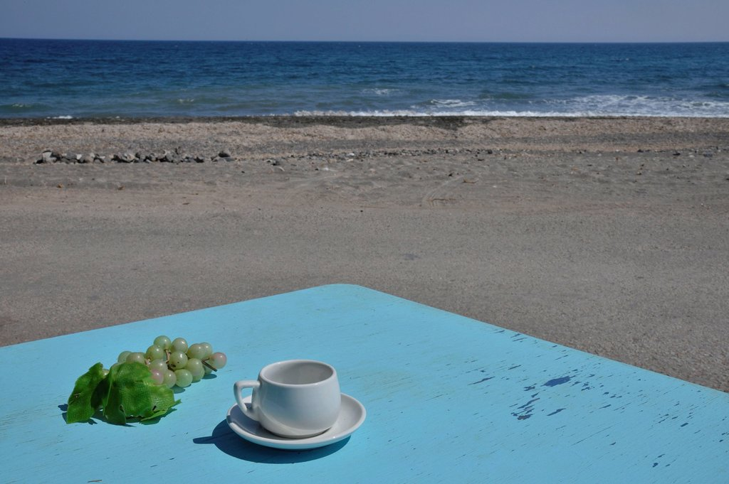 Stock Photo: 1848R-748246 Bright blue table with a coffee cup and a bunch of grapes, Panos restaurant, beach, Karterádos, Santorini, Cyclades, Greek island, Greece, Europe
