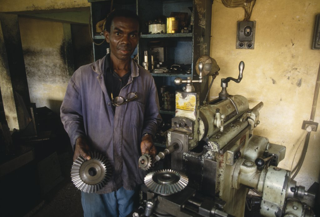 Stock Photo: 1850-17087 Ghana, Work, Small Business Workshop And Mechanic.