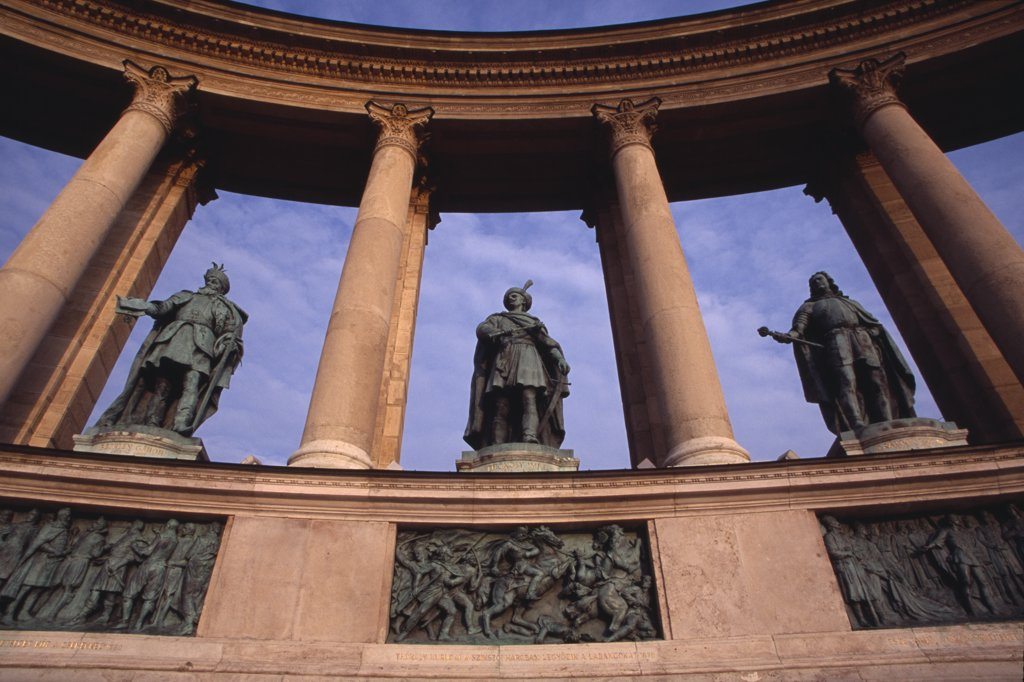 Hungary, Budapest, Heroes  Square Erected To Mark The 1000Th Anniversary Of The Magyar Conquest.  Statues Of Hungarian Leaders On Semi Circular Colonnade Of The Millennary Monument. Eastern Europe : Stock Photo