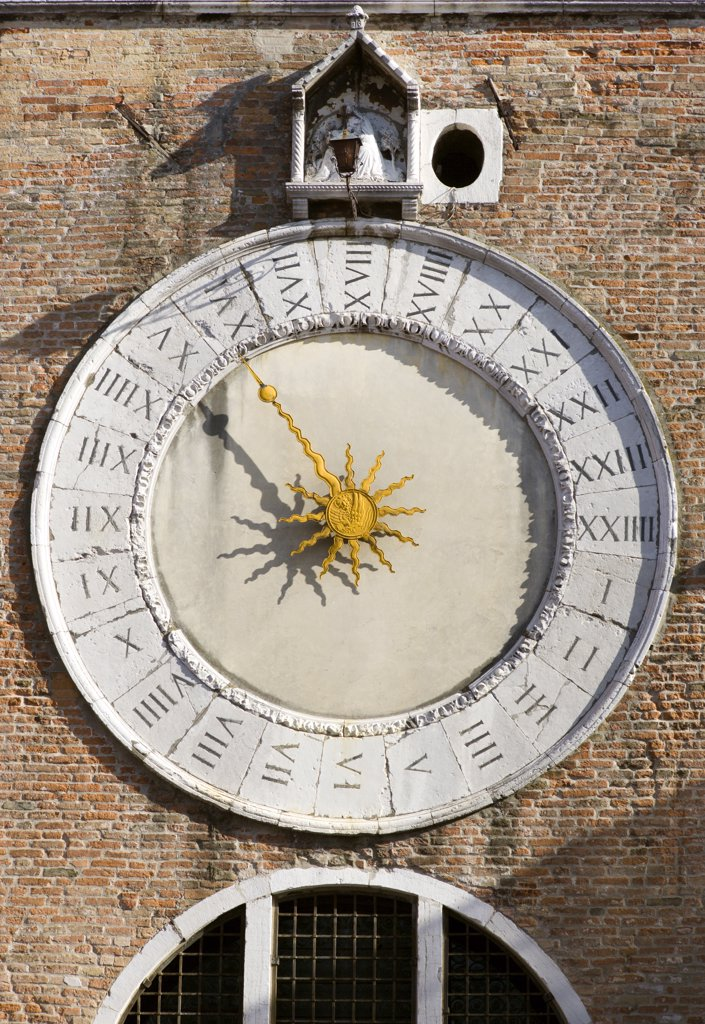 Stock Photo: 1850-20366 Italy, Veneto, Venice, The Clock Of San Giacomo Di Rialto In The San Polo And Santa Croce District. The Clock Dating From 1410 Has Been A Notoriously Bad Time-Keeper