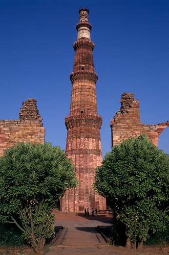 India, Delhi, Qutab Minar, Thirteenth Century Tower Of Victory With Five Stories And Projecting Balconies. : Stock Photo