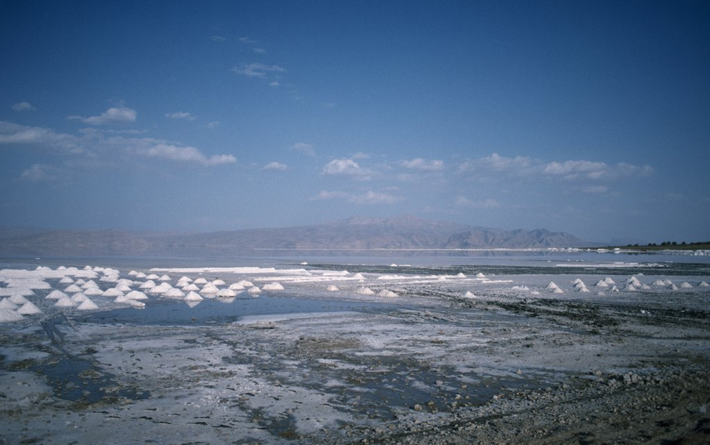 Stock Photo: 1850-20809 Iran, Fars Shiraz, East Of Shiraz, View Over The Salt Lake.