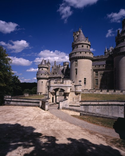 Stock Photo: 1850-25358 France, Picardie, Oise, 'Chateau De Pierrefonds, Dating From 14Th C.  Restored  By Viollet-Le-Duc From 1857 On The Orders Of Napoleon Iii.  Exterior With Crenellated Walls And Turrets. Used As Set For Bbc Merlin Series.'