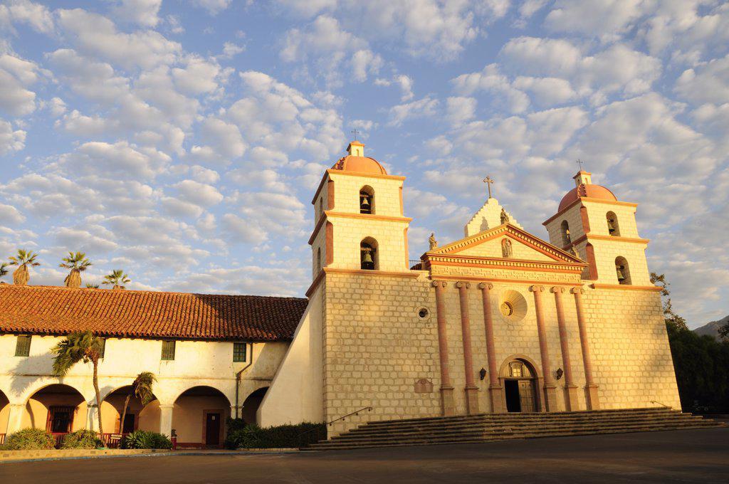 Usa, California, Santa Barbara, Morning Light On Mission Santa Barbara : Stock Photo