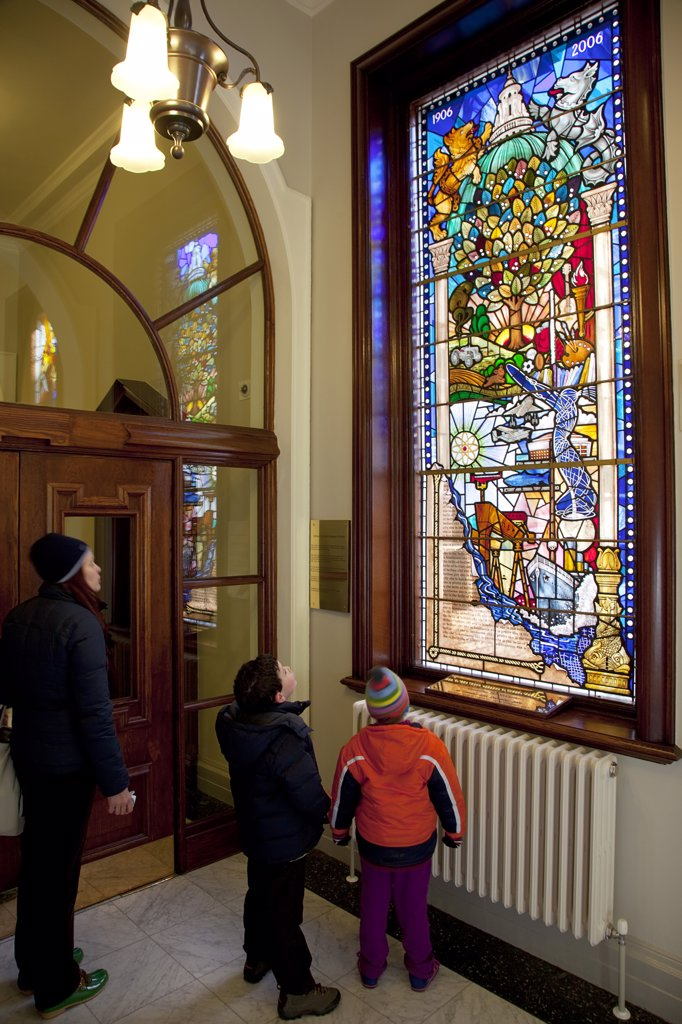 Ireland, North, Belfast, City Hall  Interior Tourists Viewing Centenary Stained Glass Window With Various Scenes Depicted Including The Construction Of Titanic At Harland & Wolf Shipyard. : Stock Photo