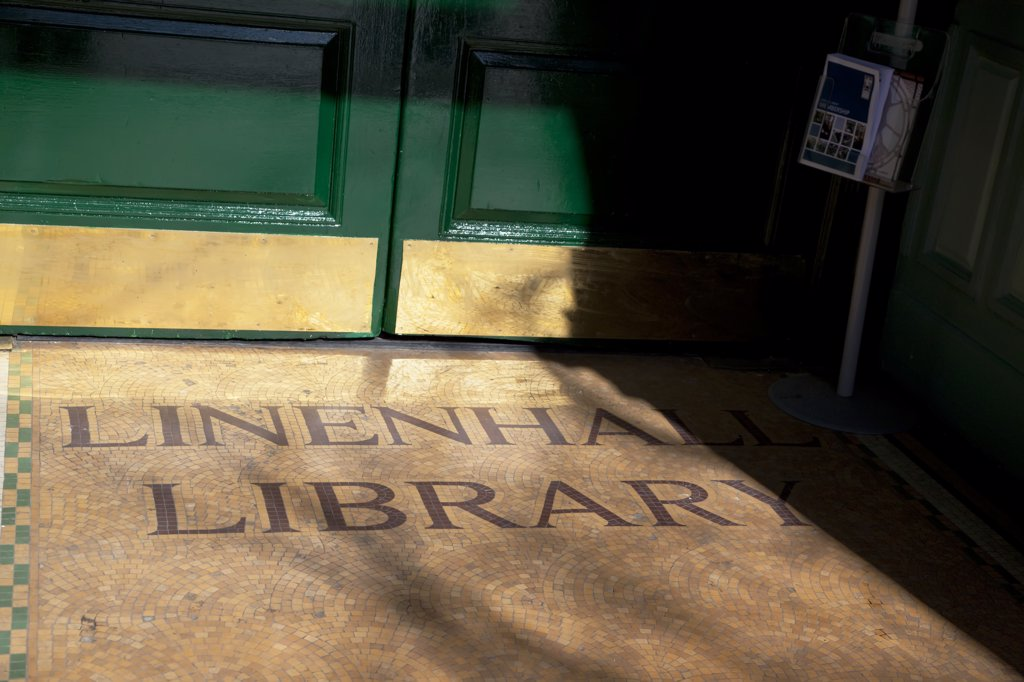 Ireland, North, Belfast, Linenhall Library Entrance. : Stock Photo