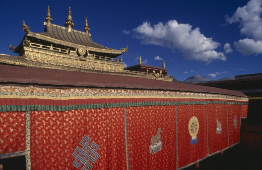Tibet, Lhasa, 'Jokhang Temple Golden Roofed Temple Over 1300 Years Old, Built To Commemorate The Marriage Of Tang Princess Wen Cheng To King Songtsen Gampo' : Stock Photo