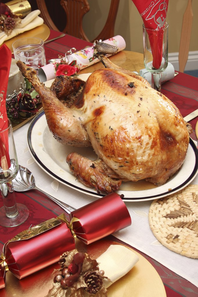 Festivals, Religious, Christmas, Food  Cooked  Poultry. A whole turkey ready for carving on a table laid for Christmas lunch. : Stock Photo