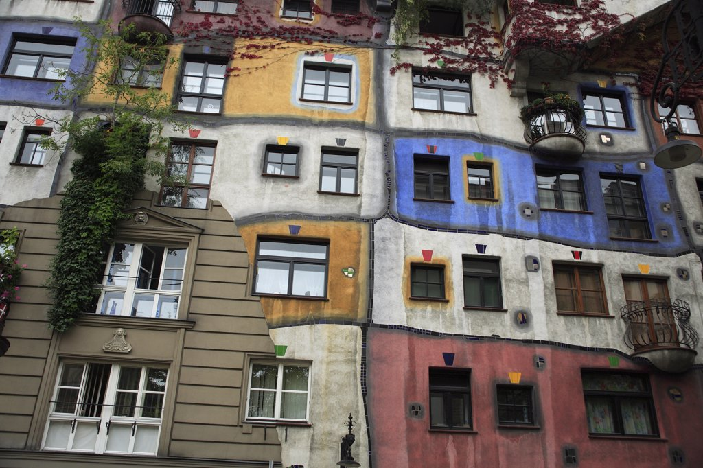 Stock Photo: 1850-33086 Austria, Vienna, Hundertwasser-Krawinahaus colourful exterior.