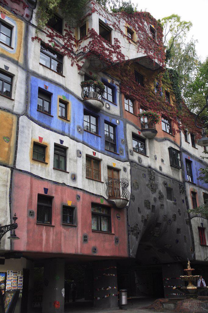 Austria, Vienna, Hundertwasser-Krawinahaus colourful exterior. : Stock Photo