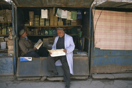 Stock Photo: 1850-3567 China, Xinjiang , Kashgar, Muslim Men Reading At Bookstall.