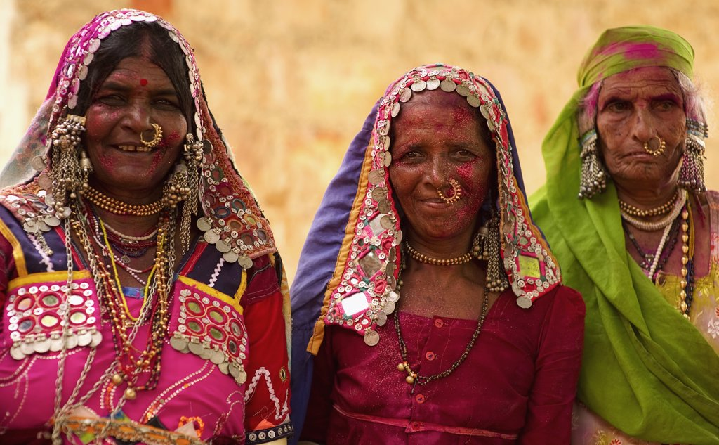 India, Karnataka, People, Lambani Gypsy women. Tribal forest dwellers now settled in 30-home rural hamlets. Related to the Rabaris gypsies of Kutch Gujarat. : Stock Photo