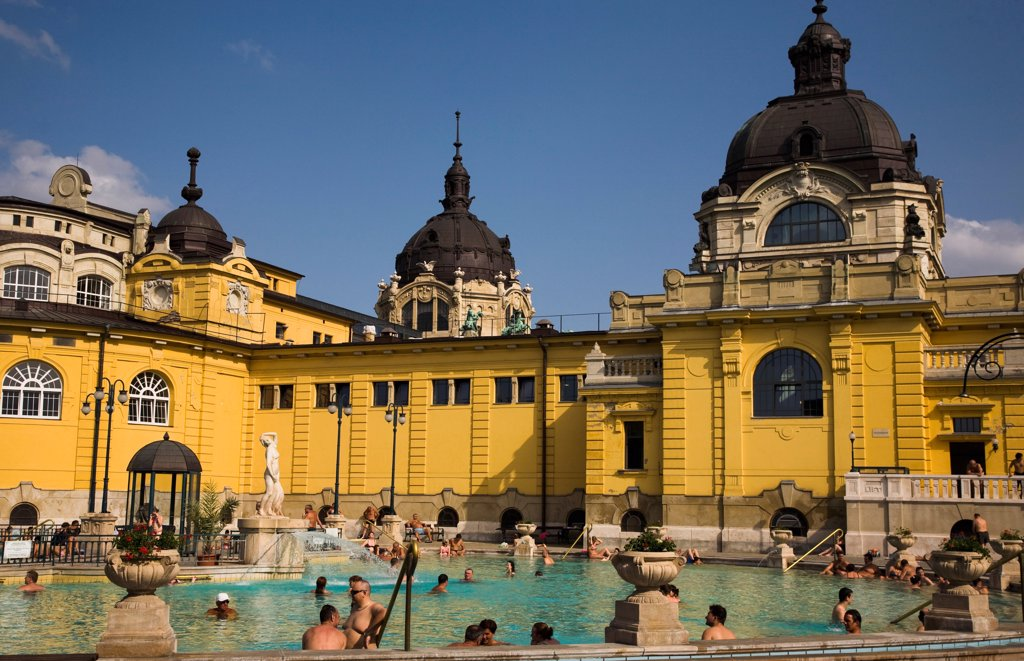 Hungary, Budapest, Pest, Outdoor bathing in summer at Szechenyi thermal baths, largest in Europe. : Stock Photo