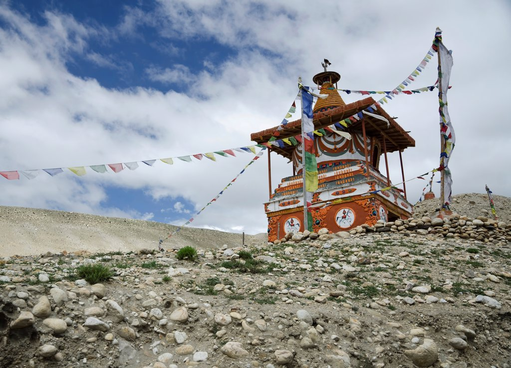Stock Photo: 1850-45973 Nepal, Upper Mustang, Chorten between Tsarang and Lo Manthang.