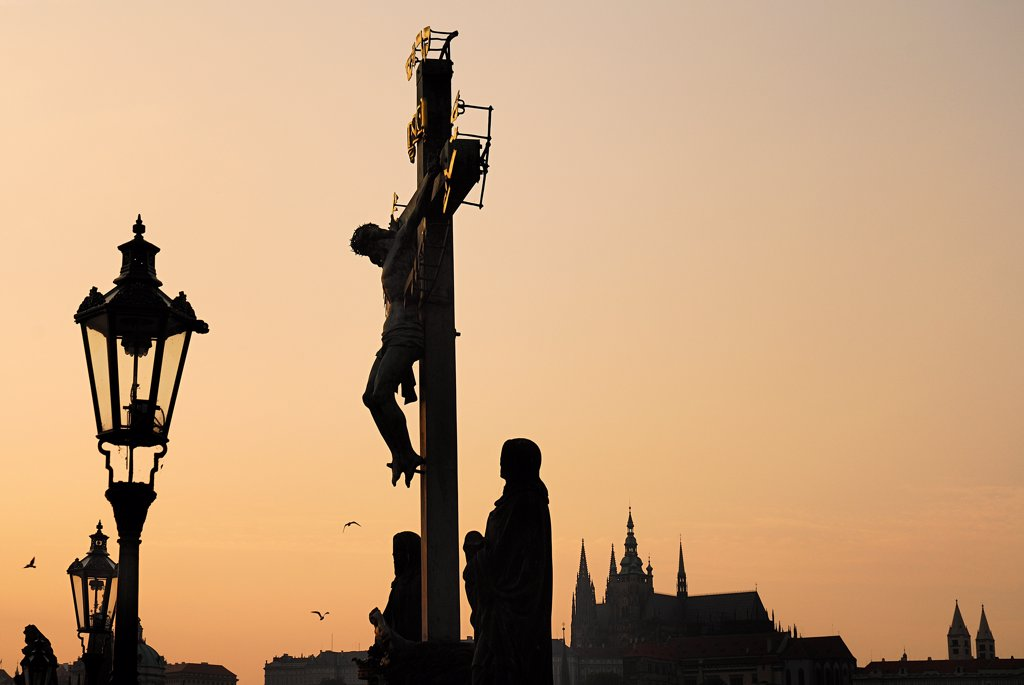 Stock Photo: 1850-46171 Czech Republic, Bohemia, Prague, Charles Bridge, Calvary with St Vitus in the background at dusk.