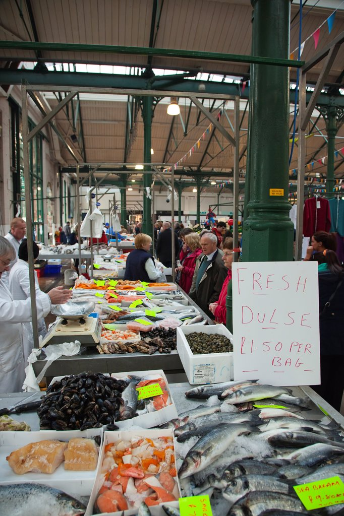 Ireland, North, Belfast, St Georges Market, fresh fish display with Dulse seaweed for sale. : Stock Photo