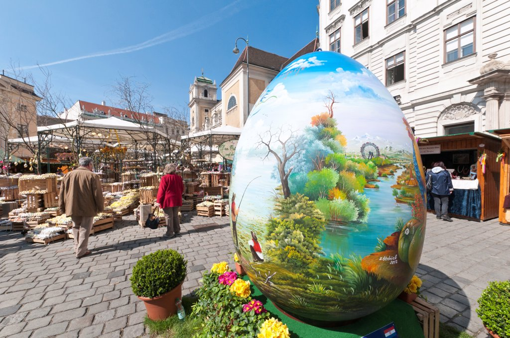 Stock Photo: 1850-46353 Austria, Vienna, A giant painted egg marks the entrance to the Old Vienna Easter Market at the Freyung.