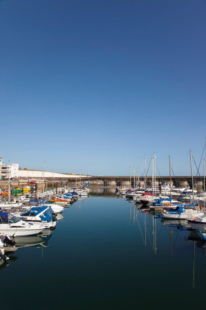 England, East Sussex, Brighton, view over boats moored in the Marina. : Stock Photo