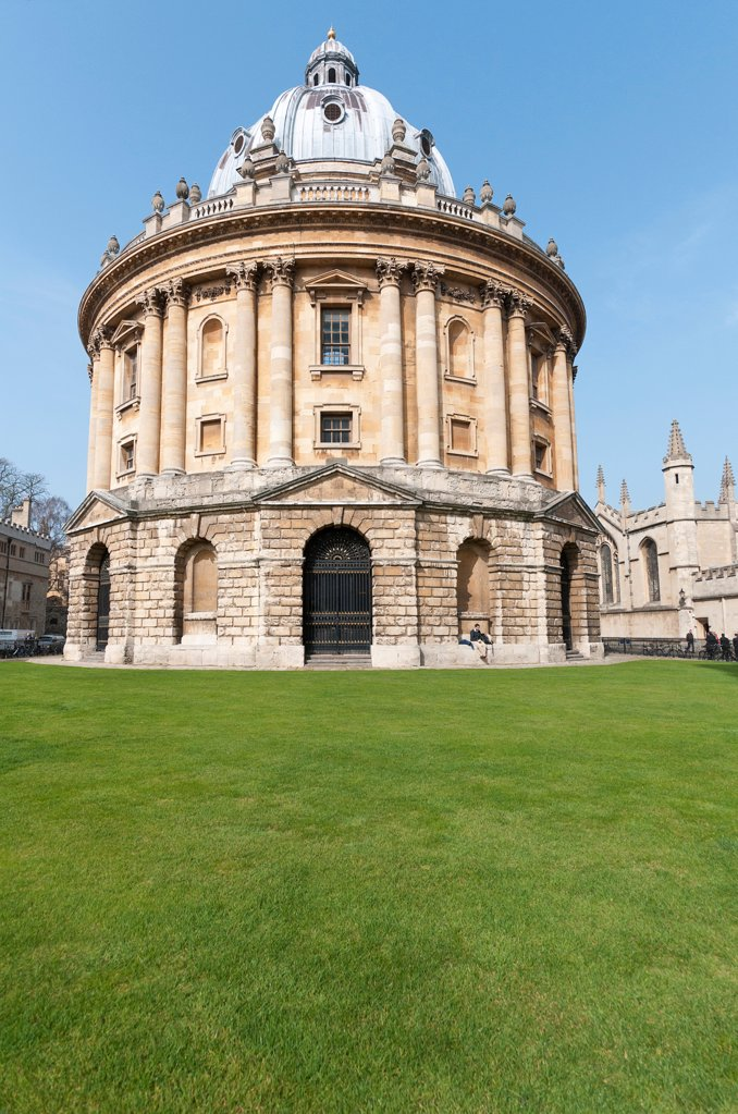 England, Oxfordshire, Oxford, The Radcliffe Camera, built by James Gibbs between 1737 and 1749 forms part of Oxford University's Bodleian Library, one of the oldest libraries in Europe and second largest in the United Kingdom. : Stock Photo