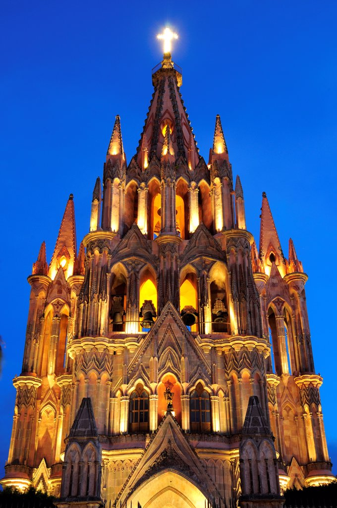 Mexico, Bajio, San Miguel de Allende, La Parroquia church neo-gothic exterior illuminated at night. : Stock Photo