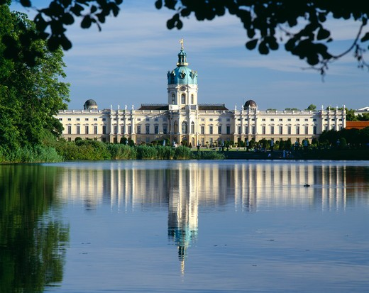 Stock Photo: 1850-4724 Germany, Berlin, Charlottenburg Palace And Reflection In Lake In The Foreground.  Part Framed By Trees.