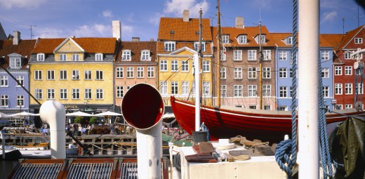 Denmark, Copenhagen, Nyhavn Canal.  View Over Boats To Pavement Cafes And Waterside Buildings. : Stock Photo