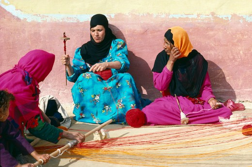 Egypt, West Desert, Bedouin Women Spinning Yarn : Stock Photo
