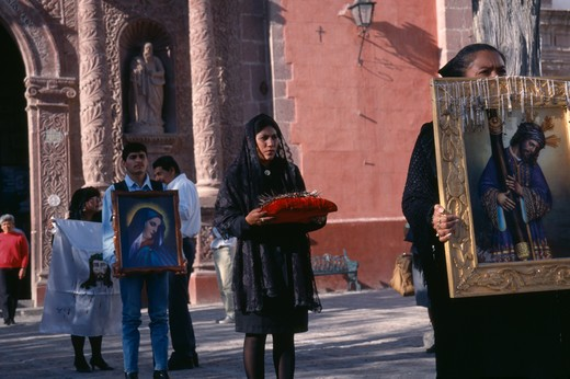 Stock Photo: 1850-7808 Mexico, Guanajuato, San Miguel De Allende, Oratorio De San Felipe Neri.  Good Friday Procession With Men And Women Carrying Religious Images And Representation Of The Crown Of Thorns.