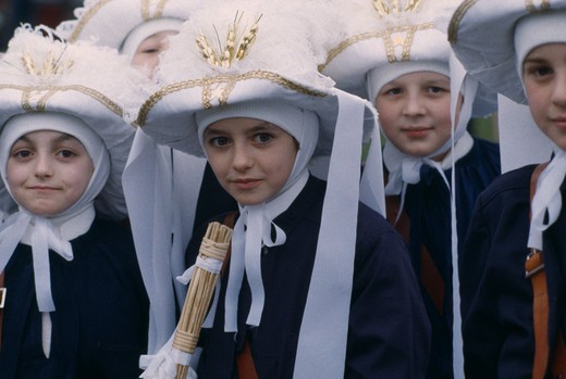 Stock Photo: 1850-8952 Belgium, Walloon Region, Binche, Children In Medieval Costume