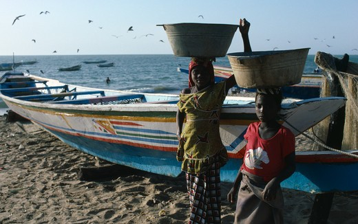 Stock Photo: 1850-9041 Gambia, Fishing, Girls Carrying Buckets Of Fish On Their Heads