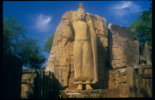 Sri Lanka, Aukana, Twelve Metre High Standing Buddha Believed To Have Been Sculpted During The Reign Of Dhatusena In The 5Th Century Ad. : Stock Photo